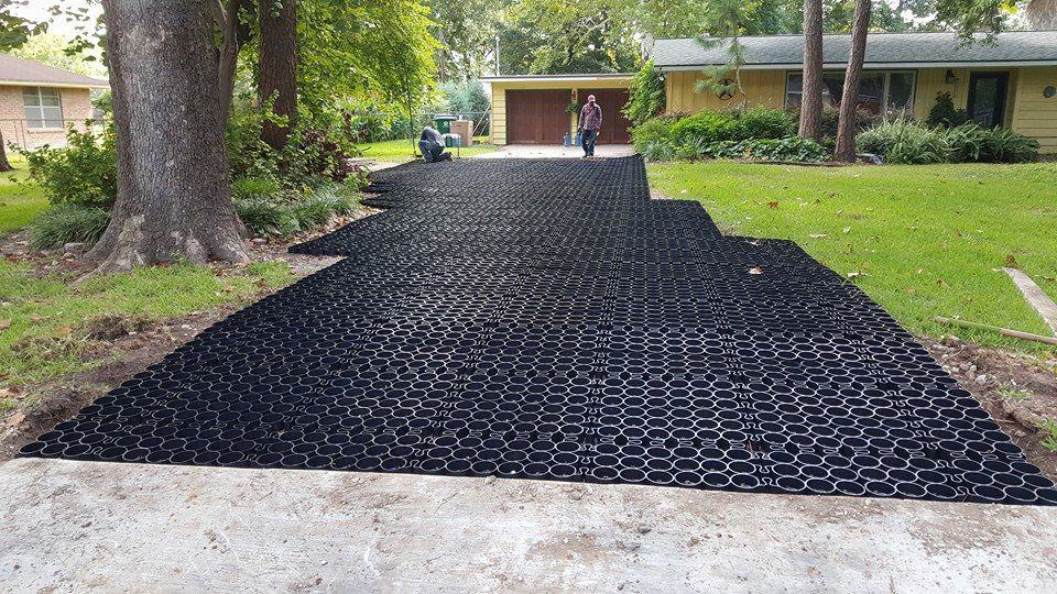 installlation process of pervious pavement, permeable pavement installation process, permeable parking lot, unfilled permeable plastic grid, unfilled truegrid permeable pavement, unfilled truegrid permeable pavement installation,