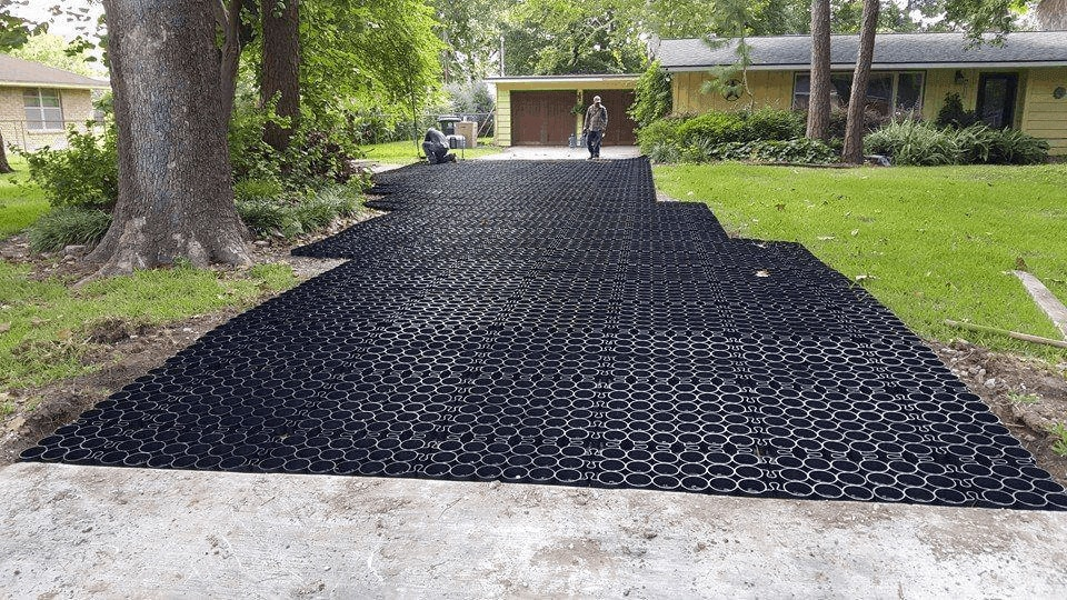 Driveway Water Control: Eco-Friendly Solution to Driveway Drainage Problems - TRUEGRID Pavers